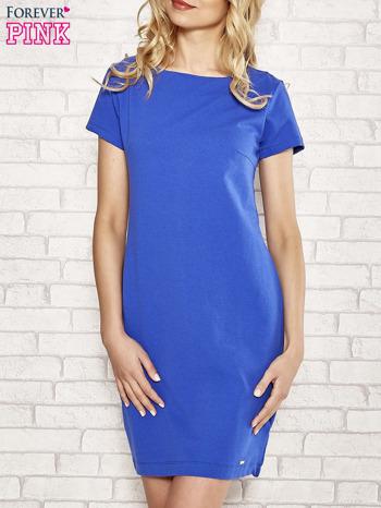 Niebieska sukienka dresowa o prostym kroju