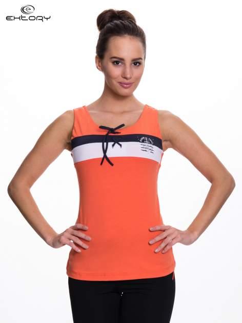 Pomarańczowy top sportowy z wiązaniem w stylu marynarskim