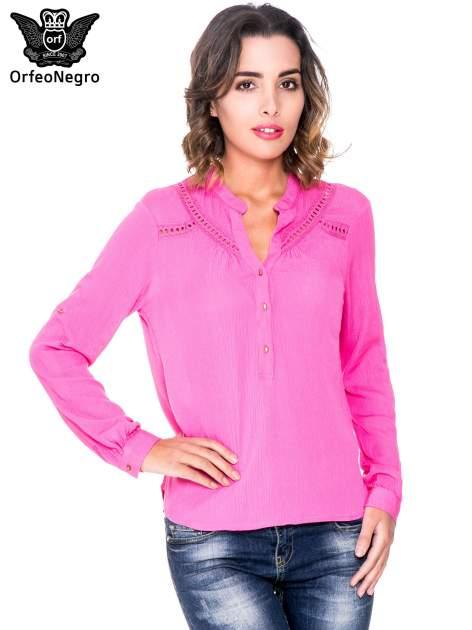 Różowa koszula z ażurowaniem na górze