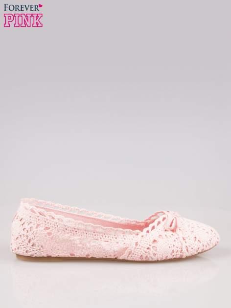 Różowe koronkowe baleriny w stylu romantycznym