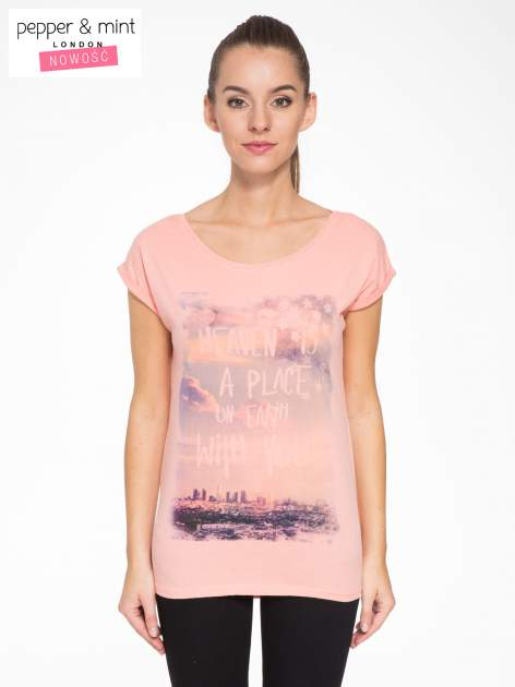 Różowy t-shirt z napisem HEAVEN IS A PLACE ON EARTH WITH YOU