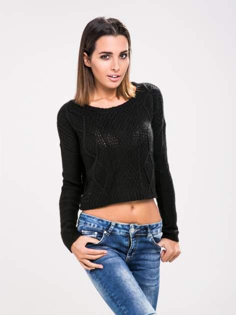 STRADIVARIUS Czarny sweter typu cropped z warkoczowym splotem