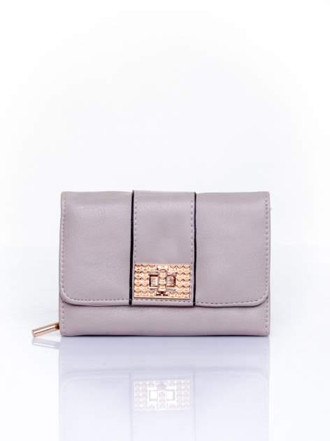 Szary portfel z ozdobnym zapięciem
