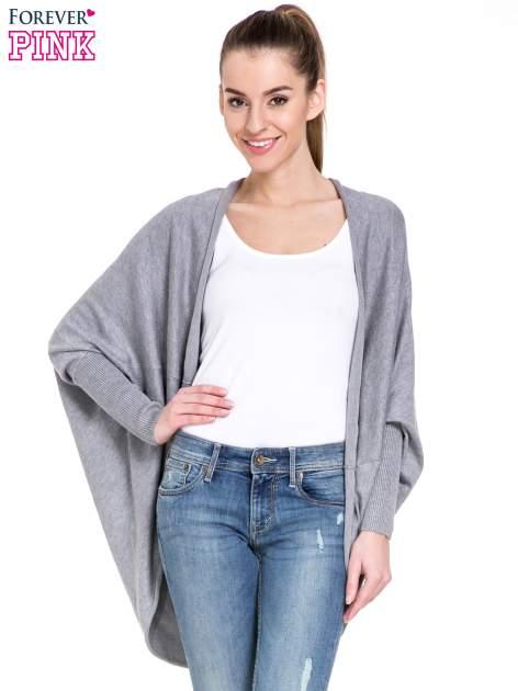 Szary sweter narzutka z nietoperzowymi rękawami
