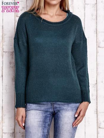 Zielony dzianinowy sweter z dłuższym tyłem