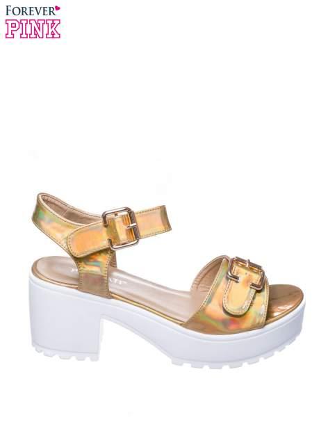Złote sandały z klamrami na grubej traktorowej podeszwie