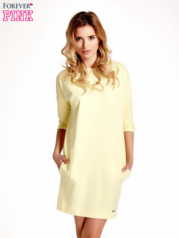 Żółta sukienka z rękawem za łokieć