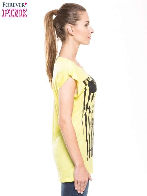 Żółty t-shirt z nadrukiem kobiety w stylu fashion