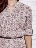 Beżowa koszula w łączkę z podwijanymi rękawami