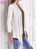 Beżowy długi sweter z wykończeniem w prążki