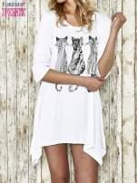 Biała sukienka damska z nadrukiem kotów