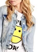 Błękitna kurtka jeansowa damska z poszarpaniem i cieniowaniem