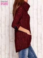 Bordowy melanżowy sweter z szerokim golfem i kieszeniami
