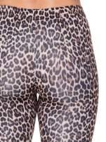 Brązowe panterkowe legginsy