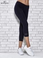 Ciemnogranatowe legginsy sportowe z patką z dżetów na dole