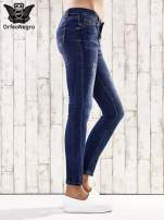 Ciemnoniebieskie spodnie rurki z dżetami