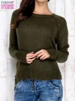 Ciemnozielony dzianinowy sweter o szerokim splocie