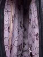Czarna miejska torba z ozdobnymi klamrami