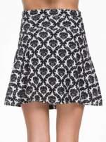 Czarno-biała trapezowa spódnica w ornamentowy wzór roslinny