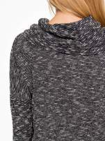 Czarny melanżowy sweter z ozdobnym kołnierzogolfem