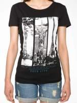 Czarny t-shirt z fotografiami miast