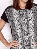 Czarny t-shirt z motywem skóry węża i przeźroczystym tyłem
