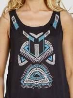 Czarny top z nadrukiem w azteckie wzory z przodu