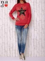 Czerwona bluza z motywem gwiazdek