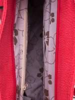 Czerwona miejska torba z czarną lamówką