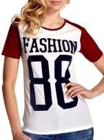 Ecru-bordowy t-shirt z nadrukiem FASHION 88