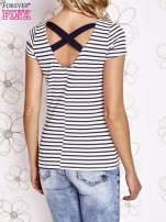 Ecru-granatowy t-shirt w paski crossed back