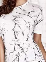 Ecru t-shirt w maziaje z dłuższym tyłem