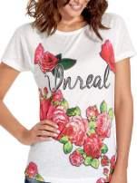 Ecru t-shirt z kwiatowym nadrukiem i napisem UNREAL