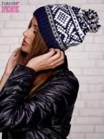 Granatowa czapka w etniczny wzór