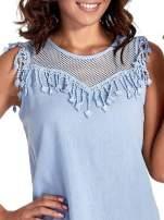 Niebieska bluzka koszulowa z frędzlami przy dekolcie
