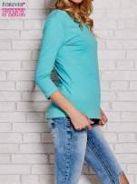 Niebieska bluzka z kokardką z tyłu