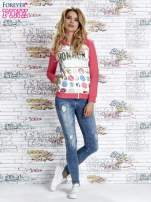 Różowa bluza z kapturem i napisem HONOUR