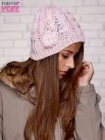 Różowa dziergana czapka z kwiatkiem