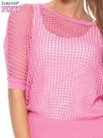 Różowy ażurowy sweter oversize
