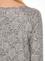 Szara bluzka z surowym wykończeniem we wzór gwiazd