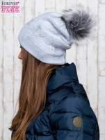 Szara czapka z srebrnym nadrukiem i pomponem