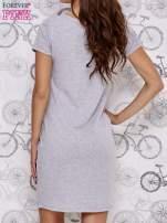 Szara sukienka dresowa z napisem BECAUSE