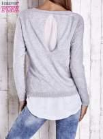 Szary luźny sweter siateczką i wycięciem z tyłu