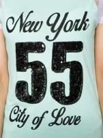 Zielony t-shirt z nadrukiem NEW YORK 55 i siatkowymi rękawami