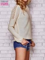 Złoty błyszczący sweter z koronkowymi wstawkami