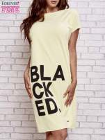 Żółta sukienka dresowa z napisem BLACKED