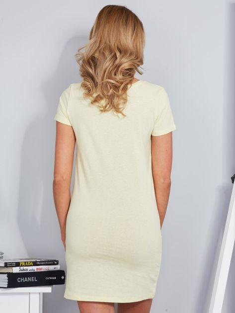 Jasnożółta koszula nocna bawełniana z napisem                              zdj.                              2