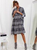 SCANDEZZA Szara sukienka oversize w wężowy wzór                                  zdj.                                  4