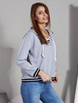 Szara bluza damska z kapturem i sznurowaniem                                  zdj.                                  5