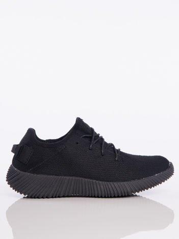 Czarne buty sportowe pattern z tkaniny z uchwytem z tyłu na ciemnej podeszwi